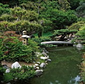 A STONE BRIDGE AND STREAM IN THE JAPANESE GARDEN AT THE HUNTINGTON BOTANICAL GARDENS  LOS ANGELES  CALIFORNIA.