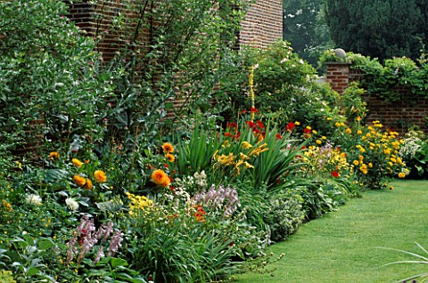 LATE_SUMMER_BORDER_DOMINATED_BY_CROCOSMIA_LUCIFER_DAHLIAS_HEMEROCALLIS__HOSTAS_CHENIES_MANOR__BUCKS