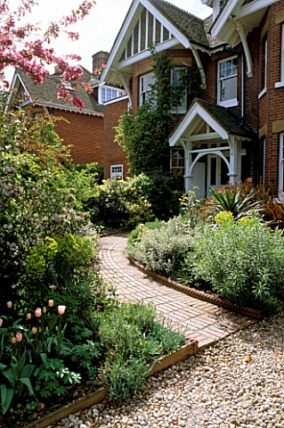 FRONT_GARDEN_DESIGNED_BY_JUDITH_SHARP_WITH_CURVED_PATH_TULIP_DOUGLAS_BADER_EUPHORBIAS