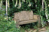 SIMPLE STONE SEAT SURROUNDED BY FOXGLOVES. THE EVENING STANDARD GARDEN. DESIGNER: XA TOLLEMACHE. CHELSEA 97