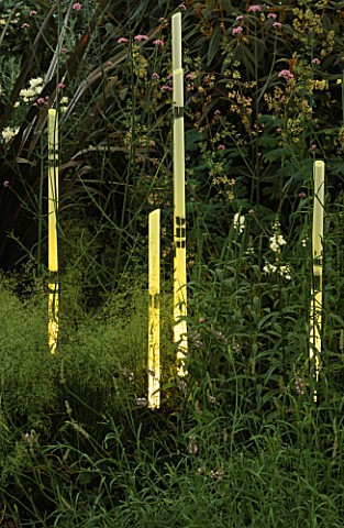 THIN_GLASS_TUBES_OF_LIGHT_BY_BARBARA_HUNT_IN_THE_NATURAL_AND_ORIENTAL_WATER_GARDEN__HAMPTON_COURT_97
