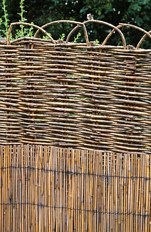 SPLIT_BAMBOO_AND_WOVEN_WILLOW_PANEL_CREATES_STRONG_VERTICAL_AND_HORIZONTAL_LINES__ROBIN_GREEN_AND_RA