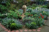 FRONT GARDEN: WITH CRETAN POT  TULIPS AND FORGET-ME-NOTS. DESIGNER: LISETTE PLEASANCE