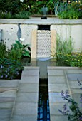 FORMAL RILL AND WATERFALL. HAMPTON COURT FLOWER SHOW 2001  DESIGNER:ELIZABETH APEDAILE/DOVE LANDSCAPES