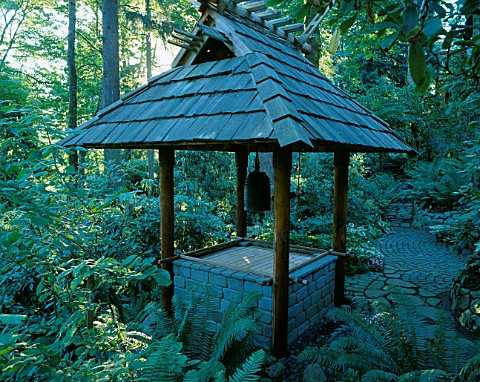 JAPANESE_BELL_TOWER_IN_THE_WOODLAND_DESIGNERS_ILGA_JANSONS_AND_MIKE_DRYFOOS__SEATTLE__USA