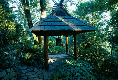 THE_JAPANESE_BELL_TOWER_IN_THE_WOODLAND_DESIGNERS_ILGA_JANSONS_AND_MIKE_DRYFOOS__SEATTLE__USA