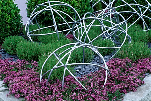 PINK_THYME_WITH_METAL_GLOBES_TATTON_PARK_2002__DESIGNER_MYFANWY_JONES