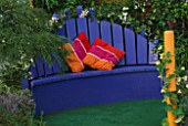 THE SAUK EREISMA GARDEN  HAMPTON COURT 2003  DESIGNED BY STEPHANIE WILLCOX: BLUE WOODEN SEAT WITH CUSHIONS