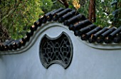 MISSOURI BOTANICAL GARDEN  ST LOUIS  USA: WALL DETAIL WITH WINDOW  IN THE GRIGG NANJING FRIENDSHIP GARDEN  AN AUTHENTIC CHINESE GARDEN