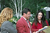 ALAN TITCHMARSH  RACHEL DE THAME AND CHARLIE DIMMOCK AT THE CHELSEA FLOWER SHOW 2004