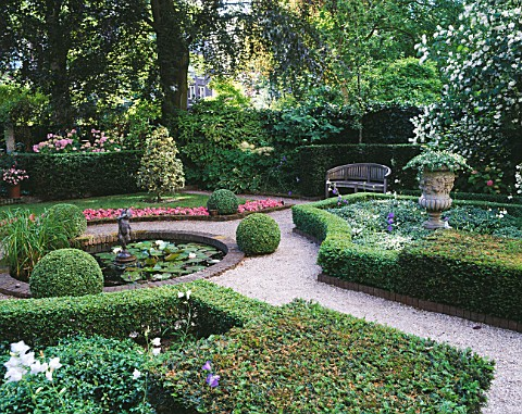 AMSTERDAM_PRIVATE_GARDEN_WITH_BOX_HEDGING__CLIPPED_HOLLIES__BEDDING_BEGONIAS__POOL_AND_CUPID_WATER_F