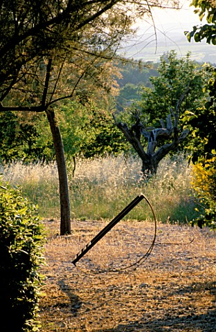 LA_CHABAUDE__FRANCE_DESIGNER__PHILIPPE_COTTET_METAL_SCULPTURE_BY_ALAIN_DAVID_IDOUX_WITH_COUNTRYSIDE_