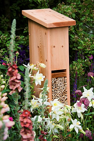 HIBERNATION_HOME_FOR_INSECTS_IN_LUSHS__WILDLIFE_TRUST_GARDEN__CHELSEA_2005_DESIGN_STEPHEN_HALL