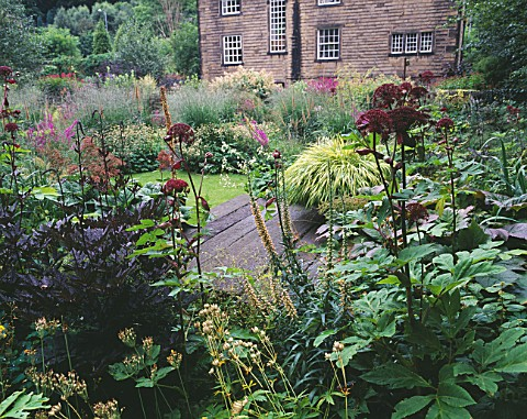 MAYROYD_MILL_HOUSE__YORKSHIRE_DESIGNERS_RICHARD_EASTON_AND_STEVE_MACKAY__WOODLAND_SHADE_PLANTING_WIT