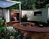 URBAN SPACE GARDEN  CHELSEA FLOWER SHOW 2005  DESIGNER; KATE GOULD. TOWN GARDEN WITH CURVED WOODEN SEAT AND WHITE WALL