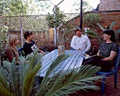 ALEXIA FRANGOPULOS  HOTEL OWNER GWYN HARRIES-JONES  GARDENER GRAEME JAGO AND SCULPTRESS PAM FOLEY CHATTING ON THE PATIO OF THE GARDEN OF GALAXIE HOTEL  OXFORD