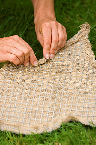 DESIGNER_CLARE_MATTHEWS_THYME_HEART_PROJECT__PUTTING_THE_HESSIAN_OVER_THE_WIRE_MESH