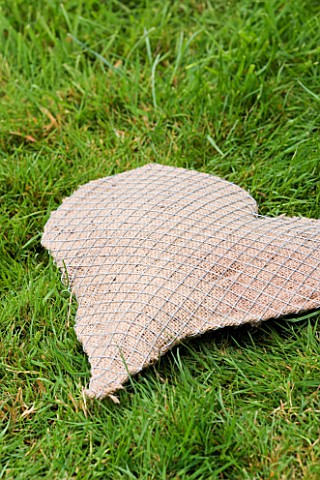 DESIGNER_CLARE_MATTHEWS_THYME_HEART_PROJECT__THE_HESSIAN_AND_WIRE_HEART_SHAPE_FILLED_WITH_COMPOST