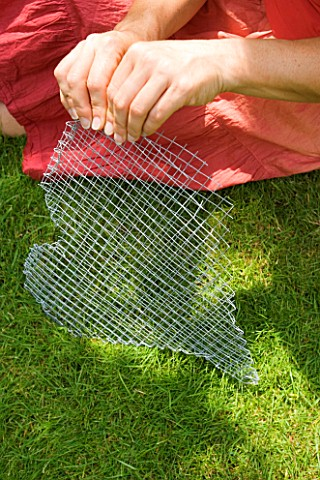DESIGNER_CLARE_MATTHEWS__THYME_HEART_PROJECT_MAKING_HEART_SHAPED_WIRE_MESH_CONTAINER