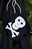 DESIGNER CLARE MATTHEWS: CHILDRENS PARTY - SKULL AND CROSSBONES ON PIRATES TENT
