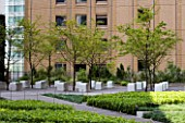 MARUNOUCHI HOTEL  TOKYO  JAPAN. MODERN ROOF GARDEN WITH OFFICE BLOCK BEHIND. DECKED TERRACE WITH TREES AND STONE SEATS. DESIGNER (ARCHITECT): MITSUBISHI JISHO SEKKEI INC.