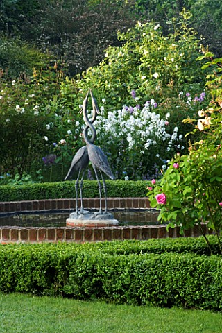 MARINERS_GARDEN__BERKSHIRE_DESIGNER_FENJA_ANDERSON__THE_ROSE_GARDEN__THE_WATER_LILY_POOL_WITH_HERON_