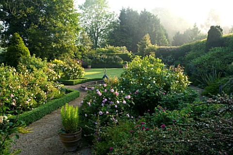 MARINERS_GARDEN__BERKSHIRE_DESIGNER_FENJA_ANDERSON__VIEW_INTO_THE_ROSE_GARDEN_TO_THE_WATER_LILY_POOL
