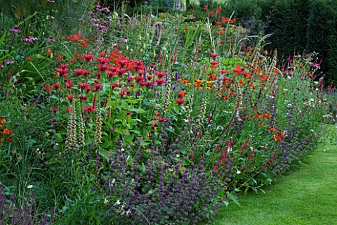 THROUGHAM_COURT__GLOUCESTERSHIRE_DESIGNER_CHRISTINE_FACER_THE_NEW_PERENNIAL_PLANTING_MOUND