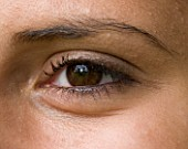 CLOSE UP IMAGE OF TEENAGE GIRL (16-17 YEARS) EYE. BROWN EYES