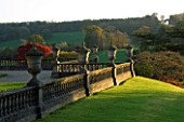 CASTLE HILL  DEVON: AUTUMN COLOURS ON THE TERRACES WITH VIEW TO THE TRIUMPHAL ARCH
