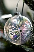 BOONSHILL FARM AT CHRISTMAS: CHRISTMAS TREE BAUBLE. DESIGNER: LISETTE PLEASANCE