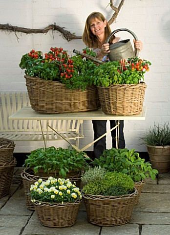 DESIGNERS_SUE_AYLETT_AND_GAY_SEARCH_SUE_AYLETT_WATERING_WICKER_BASKET_COTTAGE_STYLE_CONTAINERS_IN_CO