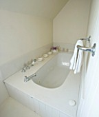 DESIGNERS SUE AYLETT: SUE AYLETTS HOUSE  LONDON: THE WHITE THEMED BATHROOM