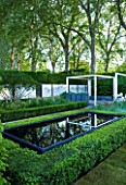 CHELSEA 2008: THE SAVILLS GARDEN - DESIGNER: PHILIP NIXON - FRAME OF REFLECTIVE WATER AND WHITE FRAMES