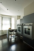 TANIA LAURIE  LONDON. KITCHEN WITH DOUBLE OVENS AND BREAKFAST BAR