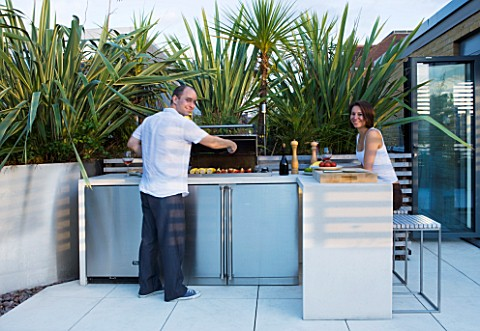 CONTEMPORARY_FORMAL_ROOF_TERRACE_GARDEN_DESIGNED_BY_DATA_NATURE_ASSOCIATES_NICK_LEITHSMITH_AND_KRIST