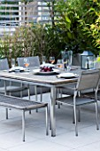 CONTEMPORARY FORMAL ROOF TERRACE/ GARDEN DESIGNED BY DATA NATURE ASSOCIATES: SEATING AREA WITH TABLE  CHAIRS  TRELLIS AND RAISED BEDS