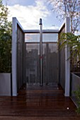 CONTEMPORARY FORMAL ROOF TERRACE/ GARDEN DESIGNED BY DATA NATURE ASSOCIATES: MODERN METAL SHOWER WITH METAL BEAD SCREEN