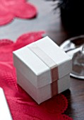 CHRISTMAS TABLE SETTING -MINIATURE BOED PRESENT DECORATION. SARAH EASTEL LOCATIONS/ DI ABLEWHITE