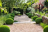 SANDHILL FARM HOUSE  HAMPSHIRE - DESIGNER ROSEMARY ALEXANDER - WIDE GRAVEL PATH EDGED WITH CLIPPED BOX LEADING TO GATE IN THE FRONT GARDEN