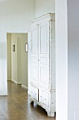 VILLA GIUSEPPINA  LAKE COMO  ITALY - WHITE WARDROBE