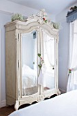 DESIGNER: JACKY HOBBS  LONDON: BEDROOM WITH MIRROR FRONTED WARDROBE