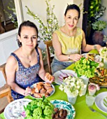 DESIGNER: KALLY ELLIS  LONDON: KALLY ELLIS AND DAUGHTER SOPHIA EATING LUNCH AT THE KITCHEN TABLE