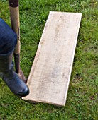 DECKING PROJECT - DESIGNER: CLARE MATTHEWS - PUTTING WOODEN BOARD INTO LAWN AS A STEPPING STONE