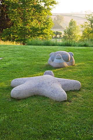 ASTHALL_MANOR__OXFORDSHIRE_MEETING_STONES_SCULPTURE_BY_ANTHONY_TURNER