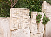 DESIGNER DOMINIQUE LAFOURCADE  PROVENCE  FRANCE: WALL MADE OF ELEGANT STONE SLABS FROM THE LIMESTONE QUARRIES AT LES BAUX