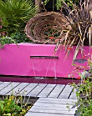 BARBARA KENNINGTON GARDEN  BRIGHTON: WOVEN WILLOW SCULPTURE ABOVE PINK RENDERED WALL AND LETTERBOX FOUNTAIN