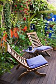KARLA NEWELL GARDEN  BRIGHTON: SMALL TOWN GARDEN - DECKED TERRACE WITH WOODEN DECK CHAIRS WITH BLUE CUSHIONS - ORANGE RENDERED WALL