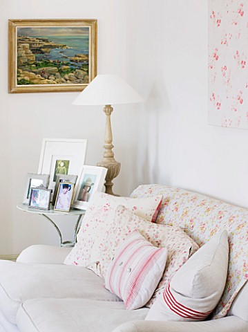 AMANDA_KNOX_HOUSE__GRANTHAM_THE_LIVING_ROOM__LINEN_SOFA_WITH_VINTAGE_QUILTS_AND_HOME_MADE_CUSHIONS