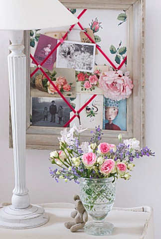 AMANDA_KNOX_HOUSE__GRANTHAM_WHITE_BEDROOM_WITH_MEMORY_PIN_BOARD_IN_OLD_PICTURE_FRAME__GLASS_VASE_WIT